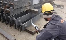Trockeneisstrahlen mit Zusatz von Abrasivmittel