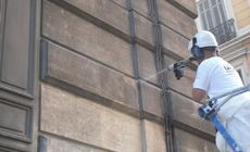 Dry ice grit blasting on constructions